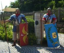 Vor dem Römermuseum Bedaium